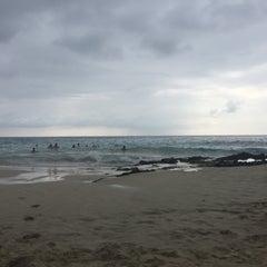 Photo taken at La'Aloa Bay Beach (White Sands Beach Park) by Giles D. on 11/26/2015