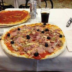 Photo taken at Pizzeria da Totò by Fabrizio D. on 10/26/2012