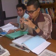 Photo taken at Perpustakaan FISIP UPN Veteran Yogyakarta by Harry M. on 7/5/2013