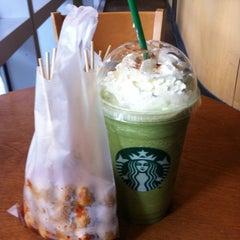 Photo taken at Starbucks (สตาร์บัคส์) by Monchai P. on 11/1/2012