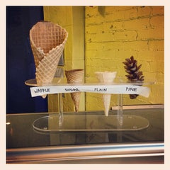Photo taken at Ed's Real Scoop by Jacob N. on 5/2/2013
