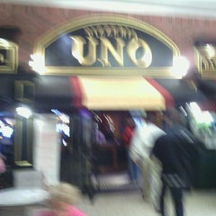 Photo taken at Uno Pizzeria & Grill - Holyoke by Carolyn S. on 11/23/2012