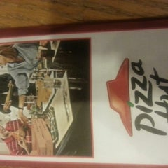 Photo taken at Pizza Hut by Denise G. on 2/3/2013