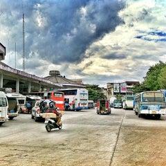 Photo taken at สถานีขนส่งผู้โดยสารเชียงใหม่ แห่งที่ 2 (อาเขต) Chiangmai Bus Terminal 2 (Arcade) by Konigto on 11/27/2012