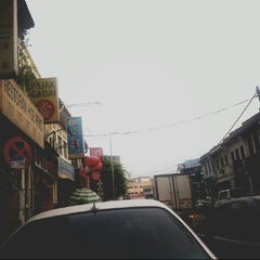 Photo taken at Pasar Pekan Ampang by احمد كردي 🌸 on 9/13/2013