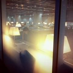Photo taken at 이화여자대학교 ECC 열람실 (Ewha Womans University ECC Center Library) by Rin C. on 11/8/2012