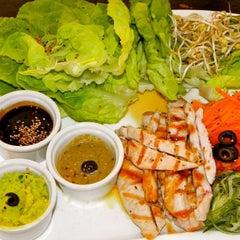 Photo taken at Kaffas Sushi by Tu Directorio G. on 4/24/2013