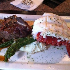 Photo taken at Pappas Bros. Steakhouse by Chris H. on 6/6/2013