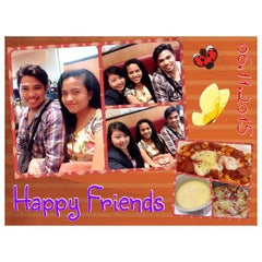 Photo taken at Pizza Hut by Paula A. on 6/12/2015