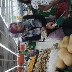 Photo taken at Giant Hypermarket by Anne A. on 1/3/2016