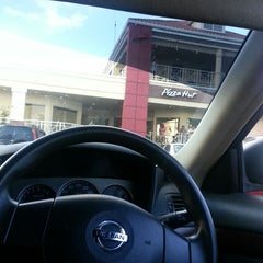 Photo taken at Pizza Hut by Vaughn on 3/23/2013