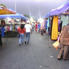 Photo taken at Pasar Malam Taman Andalas by kembara c. on 12/18/2012