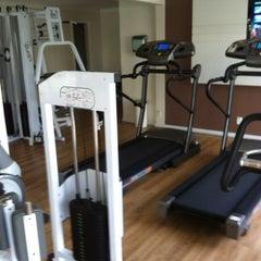 Photo taken at Toca do Urso - FitnessGymnasium by Alvaro R. on 10/16/2012