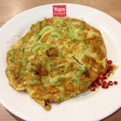 Photo taken at Tops Flavour by Pranee J. on 5/4/2015