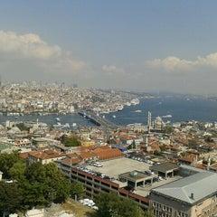 Photo taken at İstanbul Üniversitesi Rektörlüğü by Aykut A. on 9/21/2012