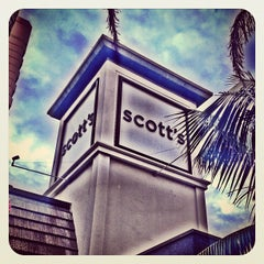 Photo taken at Scott's Restaurant & Bar by LaLa C. on 10/10/2012