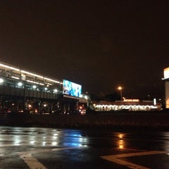 Photo taken at MTA Bus - M60 (LaGuardia Airport) - Astoria Blvd @ 32nd by Alex T. on 12/6/2013