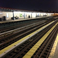 Photo taken at MTA Subway - 30th Ave (N/Q) by Alex T. on 4/8/2013
