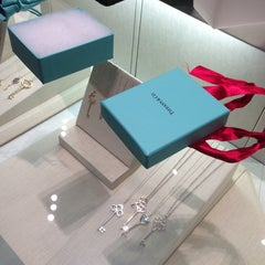 Photo taken at Tiffany & Co. by Arman D. on 12/28/2012