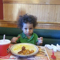 Photo taken at Frisch's Big Boy by Rose J. on 8/4/2013