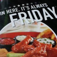 Photo taken at TGI Fridays by Ricardo L. on 5/23/2013