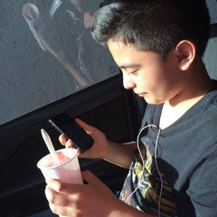 Photo taken at Burger King by Edna P. on 8/10/2014