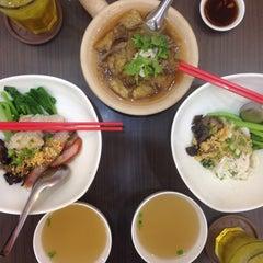 Photo taken at นายเม้งบะหมี่ปู เกี๊ยวกุ้งยักษ์ (Meng Noodle) by Arthit O. on 10/2/2015