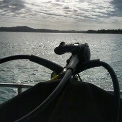 Foto tirada no(a) Ilha do Arvoredo por Fabiano L. em 12/6/2013