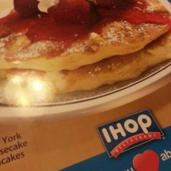 Photo taken at IHOP by Cedrick H. on 11/10/2012