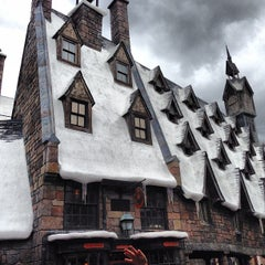 Photo taken at The Wizarding World Of Harry Potter - Hogsmeade by Renato on 6/7/2013