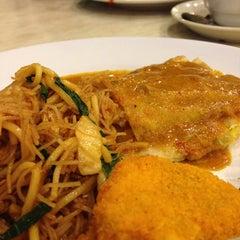 Photo taken at Zam Zam Restaurant by Dang Mint on 6/13/2013