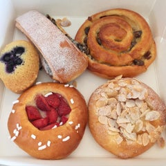 Photo taken at Parisian Patisserie Boulangerie by thechommery on 9/1/2015
