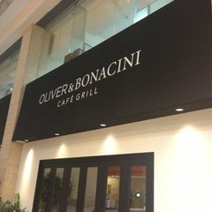 Photo taken at Oliver & Bonacini Café Grill by Dominus on 4/7/2013