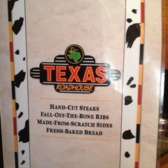 Photo taken at Texas Roadhouse by Rosana on 5/4/2013