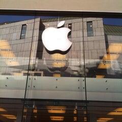 Das Foto wurde bei Apple Store von Kirill D. am 4/26/2013 aufgenommen