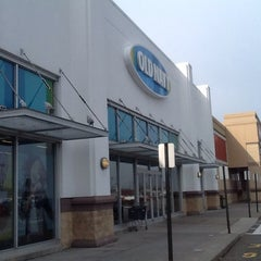 Photo taken at Old Navy by miguel r. on 4/22/2014