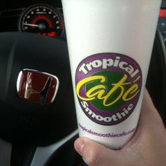 Photo taken at Tropical Smoothie Café by Stephen on 11/24/2012