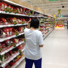 Photo taken at Tesco Lotus (เทสโก้ โลตัส) by Phanuwat S. on 3/20/2012