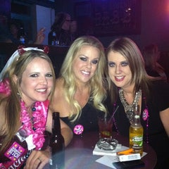 Photo taken at Pete's Dueling Piano Bar by Kandice J. on 11/6/2011