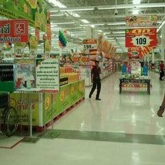 Photo taken at Big C (บิ๊กซี) by เจ ภ. on 8/22/2011