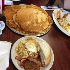 Photo taken at City Diner by Luther L. on 12/24/2011