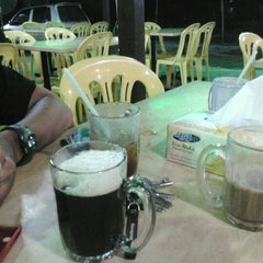 Photo taken at Warung Pinang Sebatang by Syukri B. on 3/17/2012