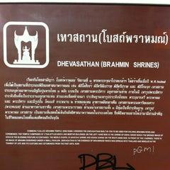 Photo taken at เทวสถาน (โบสถ์พราหมณ์) Dhevasathan (Brahmin Shrines) by Toey T. on 1/1/2012