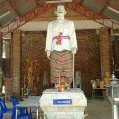 Photo taken at วัดศาลาลอย by เมธาวี ก. on 12/12/2011
