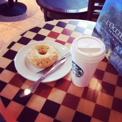 Photo taken at Starbucks by Daria C. on 9/28/2011