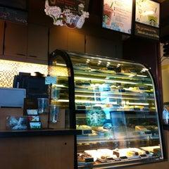 Photo taken at Starbucks (สตาร์บัคส์) by jackey p. on 6/14/2011