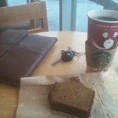 Photo taken at Starbucks by Steven G. on 11/30/2011