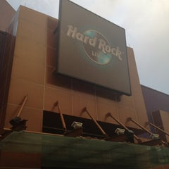 Photo taken at Hard Rock Live Hollywood by Darlene L. on 5/22/2012