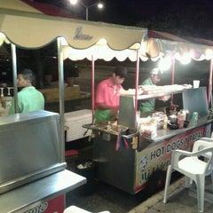 Photo taken at Hot Dogs Mi Líder by Roberto V. on 8/1/2012