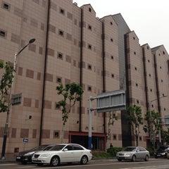 Photo taken at 이화여자대학교 신세계관 (Ewha Womans University Shinsegae Building) by Seung-taeck L. on 5/29/2013